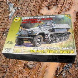 1/35 German Personnel Carrier Sd.Kfz. 251/1 Ausf B Hanomag